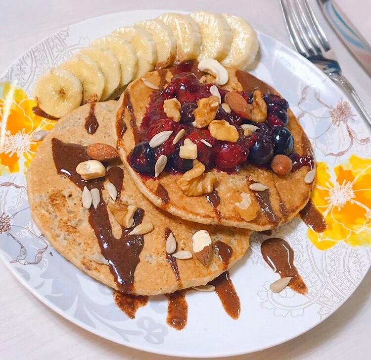 パンケーキ、バナナ、チョコソース