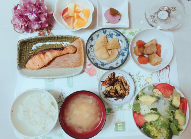 日本の夕食、和食