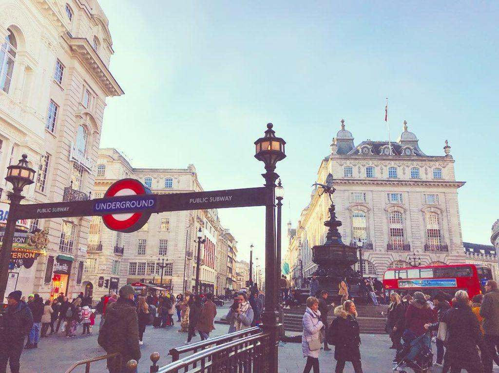 イギリス、地下鉄、チューブ