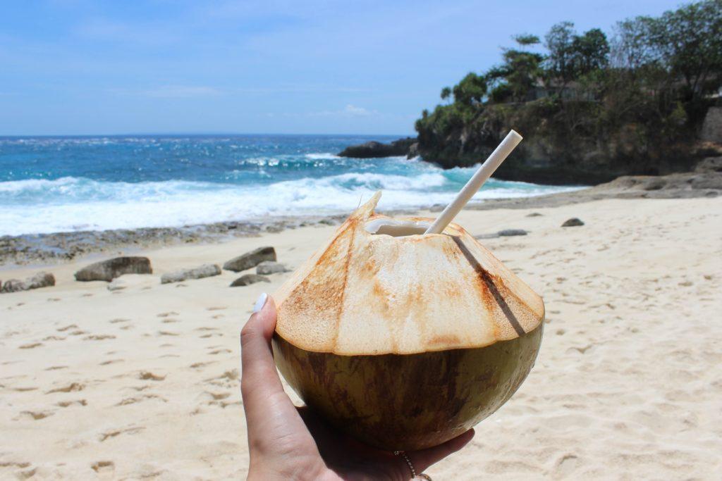ココナッツジュース、ビーチ