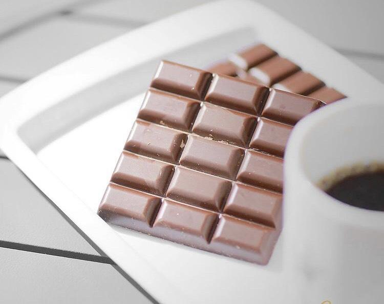 アンジュ、チョコレート